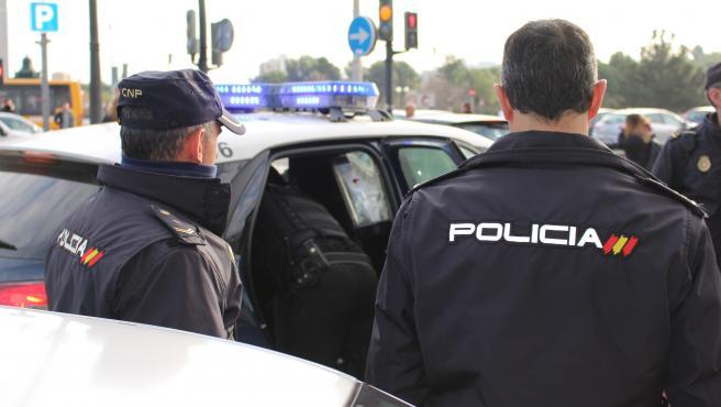 LA POLICÍA NACIONAL DETIENE A UN HOMBRE TRAS FRACTURAR LA LUNA DE UN VEHÍCULO EN UNA DISCUSIÓN DE TRÁFICO