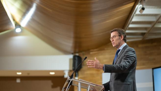 O titular do Goberno galego, Alberto Núñez Feijóo, durante a rolda de prensa posterior á reunión semanal do Consello da Xunta. San Caetano, Santiago de Compostela, 08/04/21.
