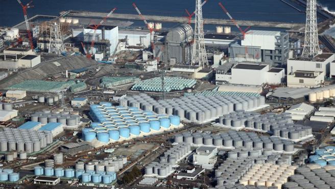 Tanques con agua radiactiva en las instalaciones nucleares de Daiichi, en Fukushima, Japón.