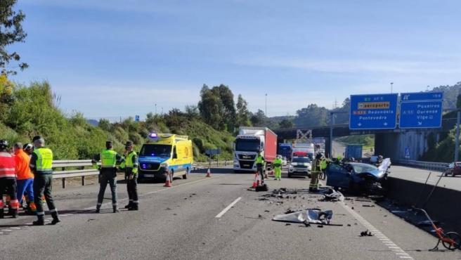 Accidente en la AP-9, en Vigo, en el que falleció una conductora de 75 años de edad que accedió a la autopista en sentido contrario y colisionó frontalmente contra otro coche, cuyos ocupantes resultaron heridos grave