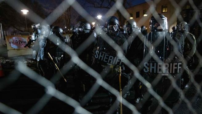 Disturbios frente a la comisaría de Brooklyn Center tras la muerte de Daunte Wright a manos de una agente de policía.