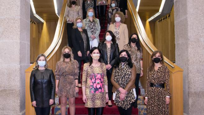 Diputadas del PPdeG vestidas de 'leopardo'
