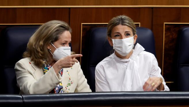 Las vicepresidentas segunda y tercera, Nadia Calviño y Yolanda Díaz respectivamente, este miércoles en el Congreso.