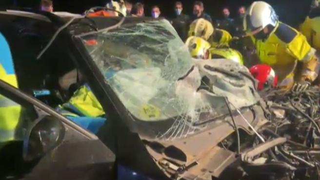 Un coche, que estaba siendo perseguido por la policía, se ha salido de la carretera, en la circunvalación M-50 a la altura del kilómetro 59. Pese a la fuerza del impacto no hay víctimas mortales, solo tres heridos, uno de ellos de gravedad. Todos han sido trasladados a centros sanitarios.