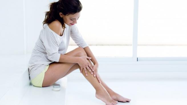 La celulitis tiende a acumularse en los muslos y caderas.