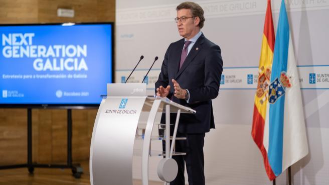 O titular do Goberno galego, Alberto Núñez Feijóo, durante a rolda de prensa posterior á reunión semanal do Consello da Xunta na que esta semaan estivo acompañado polo vicepresidente segundo e conselleiro de Econom