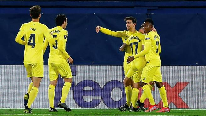 Villarreal players celebrate a goal against Dinamo Zagreb