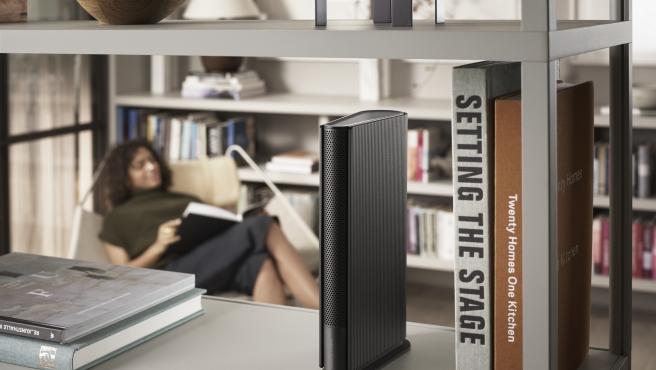 Estos altavoces son perfectos para estanterías y librerías de un hogar.