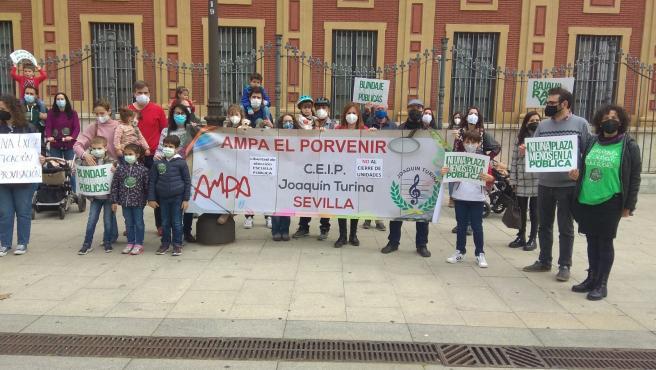 """La AMPA del Turina avisa a Educación que las solicitudes """"avalan"""" mantener todas sus aulas de 3 años"""