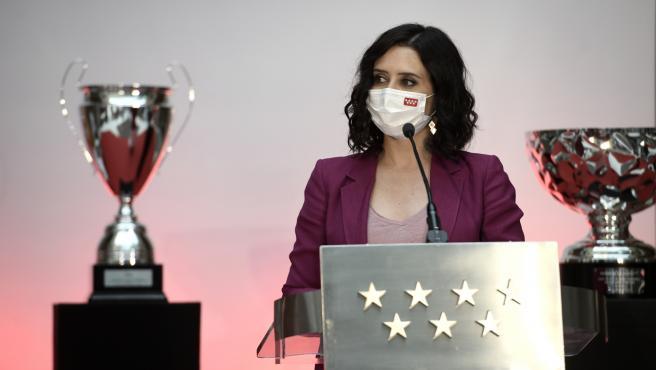 La presidenta de la Comunidad de Madrid, Isabel Díaz Ayuso, recibe a las jugadoras de los equipos campeones de la Copa de la Reina.