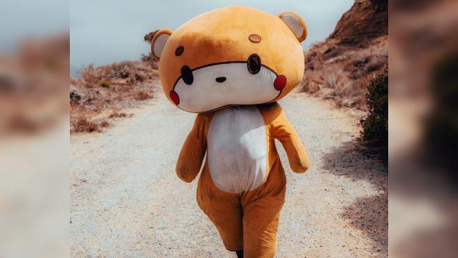 Jesse Lasios, conocido como Bearsun, ha caminado más de 600 kilómetros disfrazado de oso.