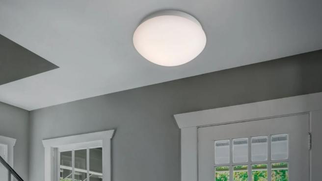 Lámpara LED de techo con sensor de movimiento, a la venta en Lidl.