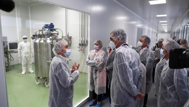 Pedro Sánchez visita la multinacional farmacéutica española HIPRA, en Amer (Girona).