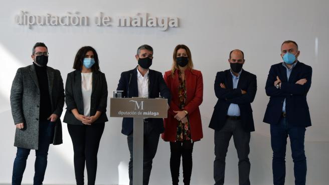 Archivo - El portavoz del PSOE en la Diputación de Málaga, José Bernal, con otros diputados provinciales socialistas en reuda de prensa