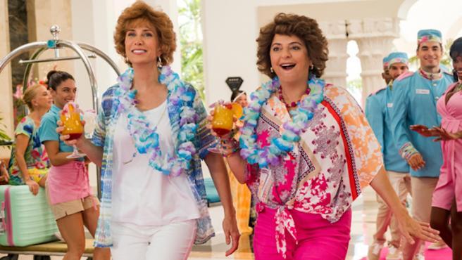 Kristen Wiig y Annie Mumolo en 'Barb and Star go to Vista del Mar'