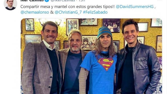 Imagen compartida en Twitter de Iker Casillas, David Summers, Chema Alonso y Christian Gálvez en un restaurante.