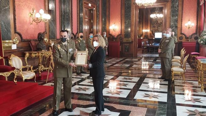 La consejera delegada de la empresa ARPA EMC, Clara Arpa, Embajadora de la Marca Ejército.
