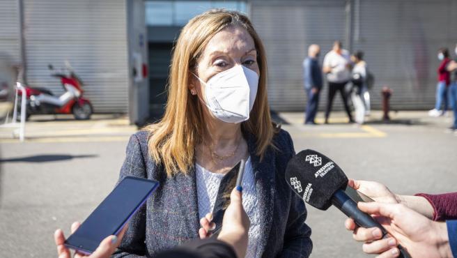 La vicepresidenta segunda del Congreso de los Diputados, Ana Pastor, realiza una intervención en los medios de comunicación tras vacunarse contra el COVID-19 en el recinto ferial de Pontevedra, en Pontevedra, (Galicia/