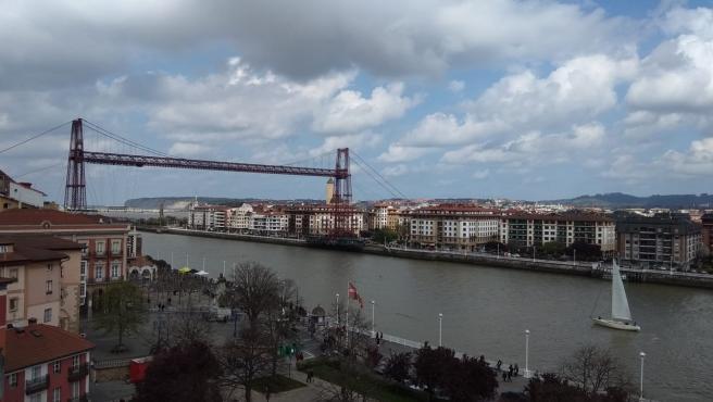 Nubes sobre el Puente Colgante de Bizkaia.