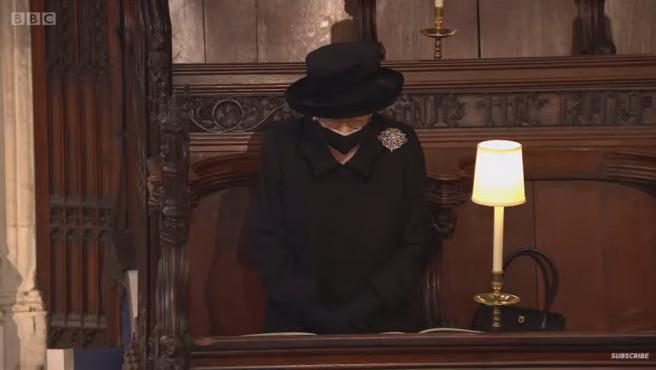 La reina Isabel, emocionada en el funeral de su marido.