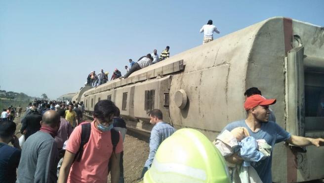 Descarrilamiento de un tren de pasajeros en Egipto.
