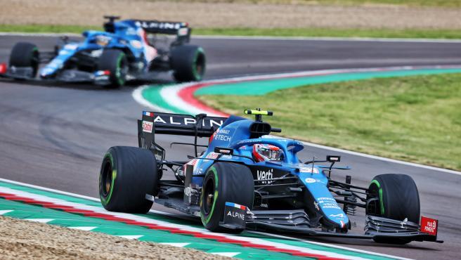 Esteban Ocon, por delante de Fernando Alonso en Imola