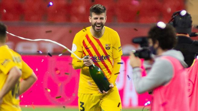 Gerard Piqué celebra la consecución de la Copa del Rey