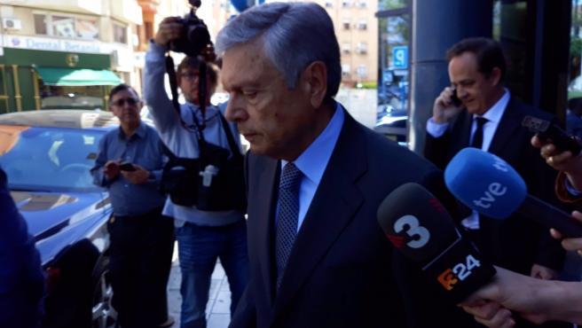 Archivo - El expresidente de la CAM, Modesto Crespo
