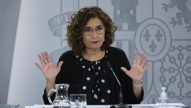 La ministra portavoz y ministra de Hacienda, María Jesús Montero, durante una rueda de prensa, a 20 de abril de 2021, en el Palacio de la Moncloa, Madrid, (España)