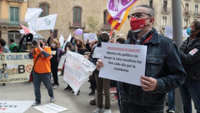 Manifestación de trabajadores sociales de Barcelona por el colapso de su actividad por la crisis del coronavirus.