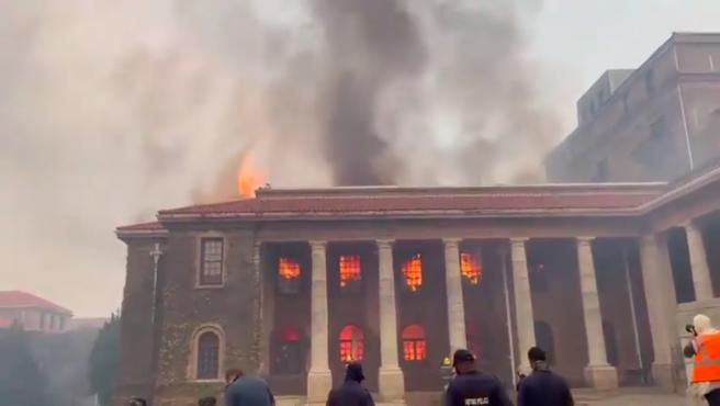 Incendio en la Universidad de Ciudad del Cabo.