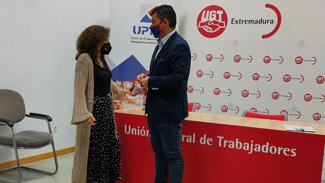 Patro Sánchez, de UGT Extremadura, y Eduardo Abad, de UPTA.