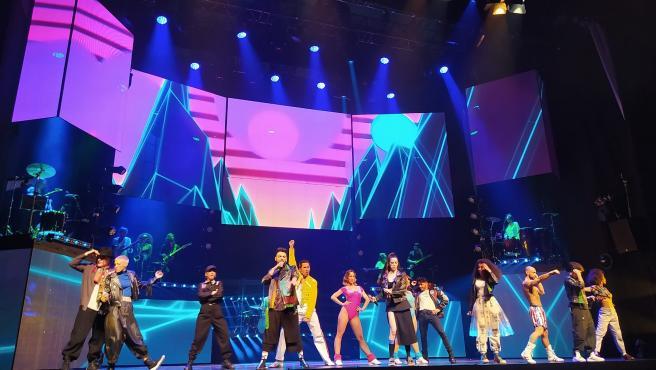 La emoción de las canciones de Mecano volverán a sonar con un formato más multimedia, multidisciplinar y vanguardista en el espectáculo Cruz de Navajas, compuesto por 25 temas en directo respaldados por vídeos en pantallas gigantes y que se estrenará el 5 de mayo en Madrid.