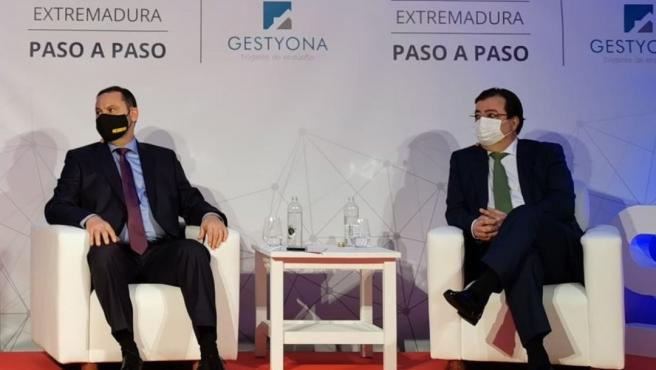 Archivo - El ministro de Transportes, Movilidad y Agenda Urbana, José Luis Ábalos, y el presidente de la Junta, Guillermo Fernández Vara