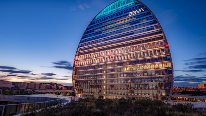 Archivo - Sede de BBVA en Madrid, edificio La Vela.