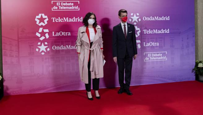 La candidata del PP a la Presidencia de la Comunidad de Madrid, Isabel Díaz Ayuso, y el director de Telemadrid, José Pablo López