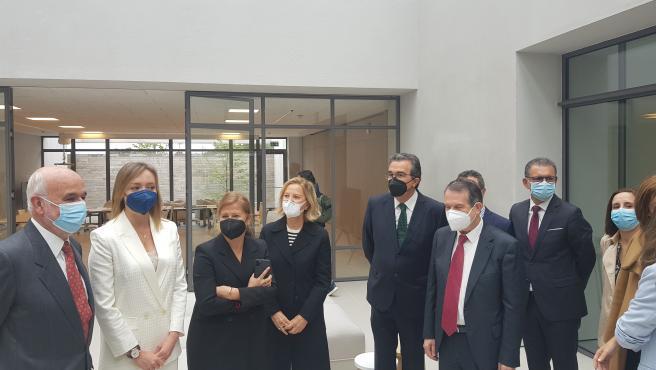 El alcalde de Vigo; los vicepresidentes de la Fundación Amancio Ortega; la conselleira de Política Social; y el presidente de Amencer-Aspace; entre otras personalidades, visitan el nuevo Centro de Atención Integral de