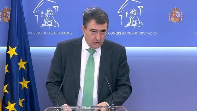 El portavoz del PNV en el Congreso de los Diputados, Aitor Esteban, en una comparecencia de prensa