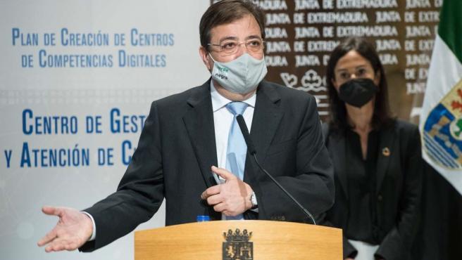 El presidente de la Junta, Guillermo Fernández Vara, en la rueda de prensa de este viernes en Mérida.