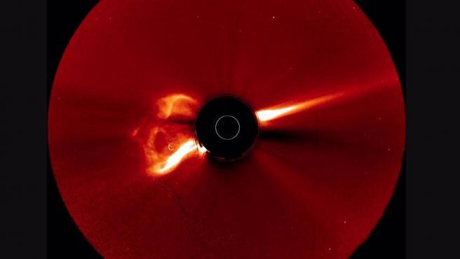 23/04/2021 Las imágenes de la nave espacial STEREO-A de la NASA detectaron la CME en erupción desde la extremidad solar. Esta imagen del coronógrafo bloquea la superficie brillante del sol para revelar la corona del sol o la atmósfera exterior SOCIEDAD INVESTIGACIÓN Y TECNOLOGÍA NASA/STEREO-A/COR2