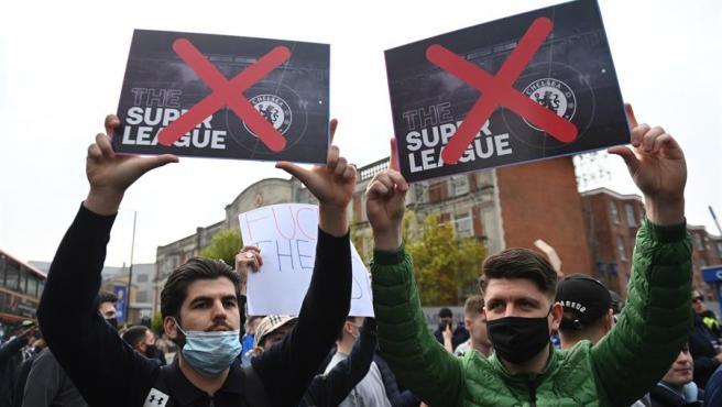 Fans protestan contra la Superliga