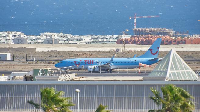 Archivo - Avión de la compañía aérea TUI.