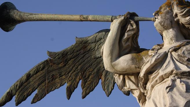Archivo - Detalle de la escultura de la Fama que remata la fachada principal del Rectorado