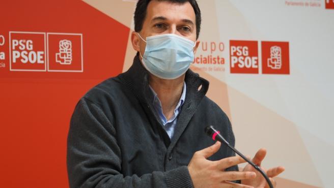 El secretario xeral del PSdeG, Gonzalo Caballero, en rueda de prensa ofrecida en el Parlamento de Galicia