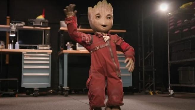 Groot puede bailar y caminar de forma natural.