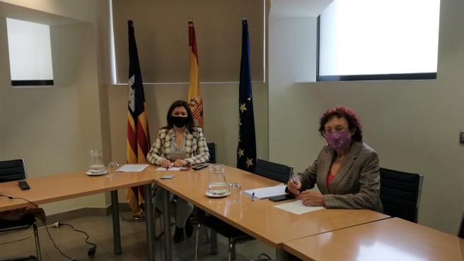 La consellera de Presidencia, Función Pública e Igualdad, Mercedes Garrido, y la directora de IBDona, Maria Durán.