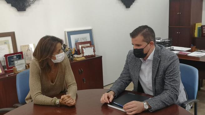 La delegada territorial de Turismo se reúne con el alcalde de Estepa