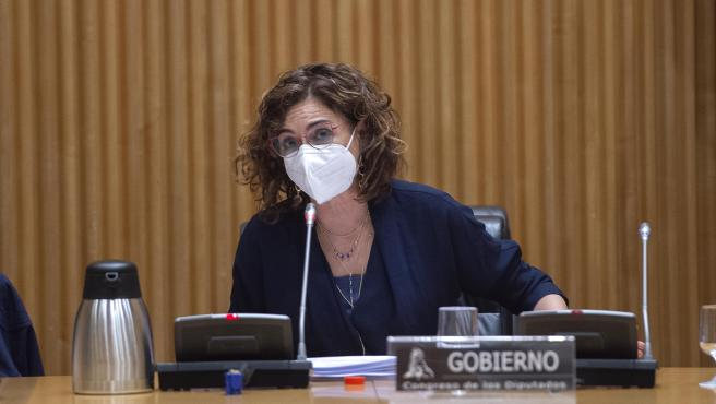 La ministra de Hacienda, María Jesús Montero interviene durante la Comisión de Hacienda en el Congreso de los Diputados, a 22 de abril de 2021, en Madrid (España). La titular de Hacienda comparece este jueves en el C