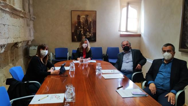 Reunión entre la consellera de Salud y Consumo, Patricia Gómez, y el conseller de Educación y Formación Profesional, Martí March.