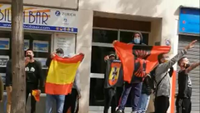 Un grupo hace el saludo fascista e insulta a Gabriel Rufián en la presentación de su libro en Dénia (Alicante)
